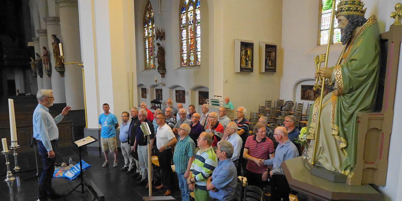 Foto: 1e repetitie van de Zangers van Cantasona